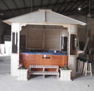 Outdoor Pine Hot Tub Gazebo Optional Color Wooden Spa Gazebo For Garden