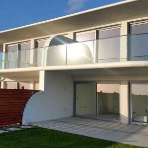 Buy cheap Customize Aluminum U Base Shoe Curve Tempered Glass Balcony Railing product